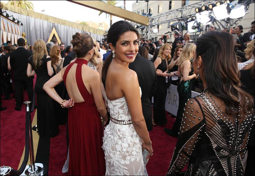Priyanka Chopra Bedazzles At the Oscars in Zuhair Murad and Diamonds Worth $8 Million!