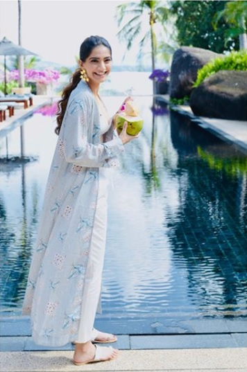 Sun-Soaked? Sonam Kapoor and Kareena Kapoor Khan's Phuket Diaries