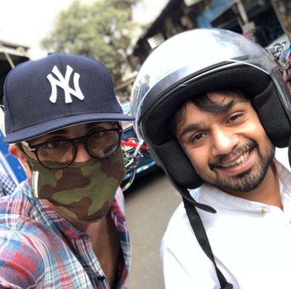 Ranbir Kapoor Roams Around on the Streets of Mumbai, And No One Can Recognise Him