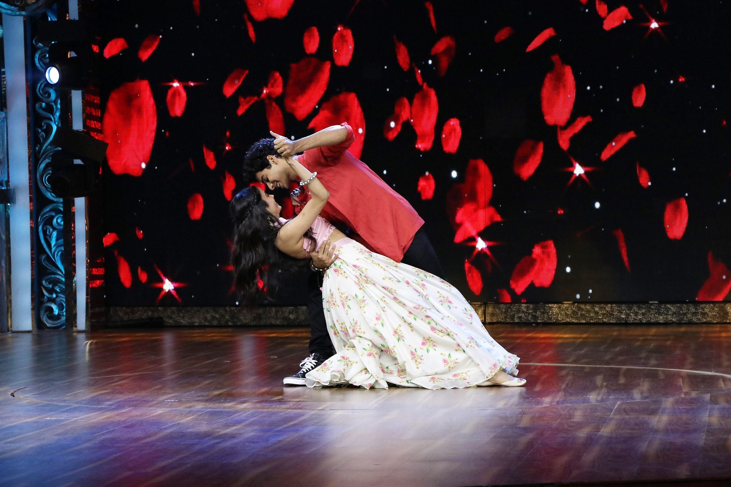 'Dhadak' Promotions: Janhvi Kapoor and Ishaan Khatter Create 'Dhadak' Moments on India's Best Dramebaaz