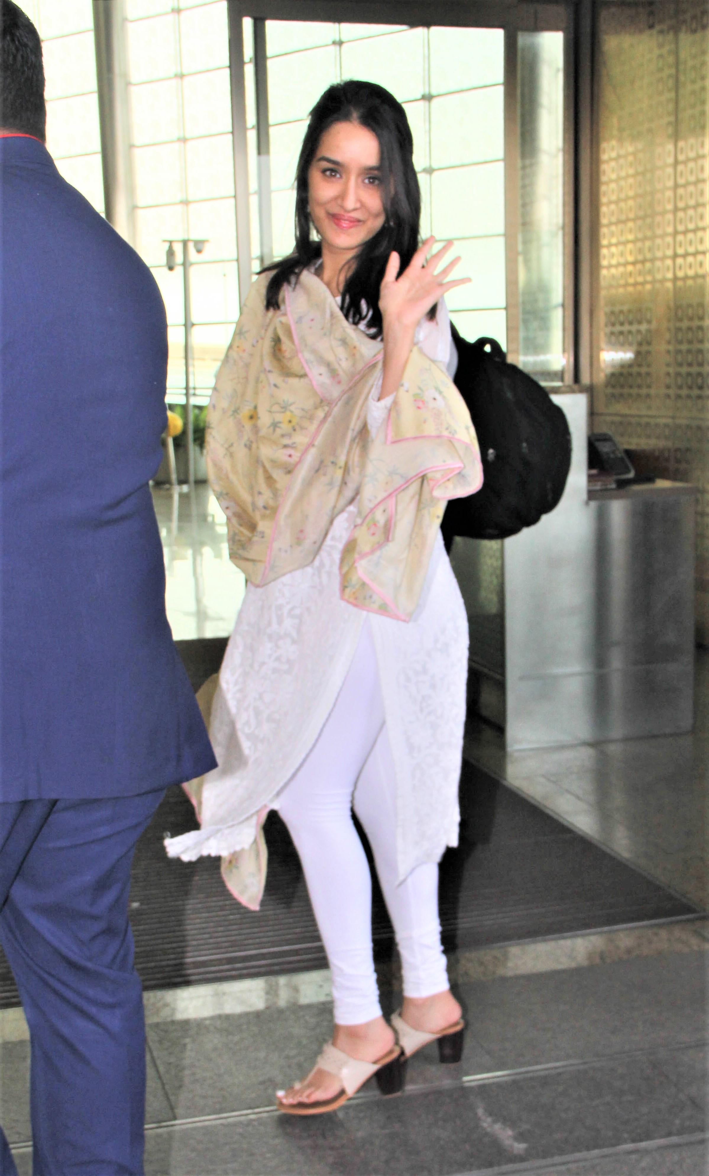 Airport Diaries: Shah Rukh Khan-Anushka Sharma Amidst 'Zero' Promotions, Shraddha Kapoor Goes Desi and Kartik Aaryan Clicked!