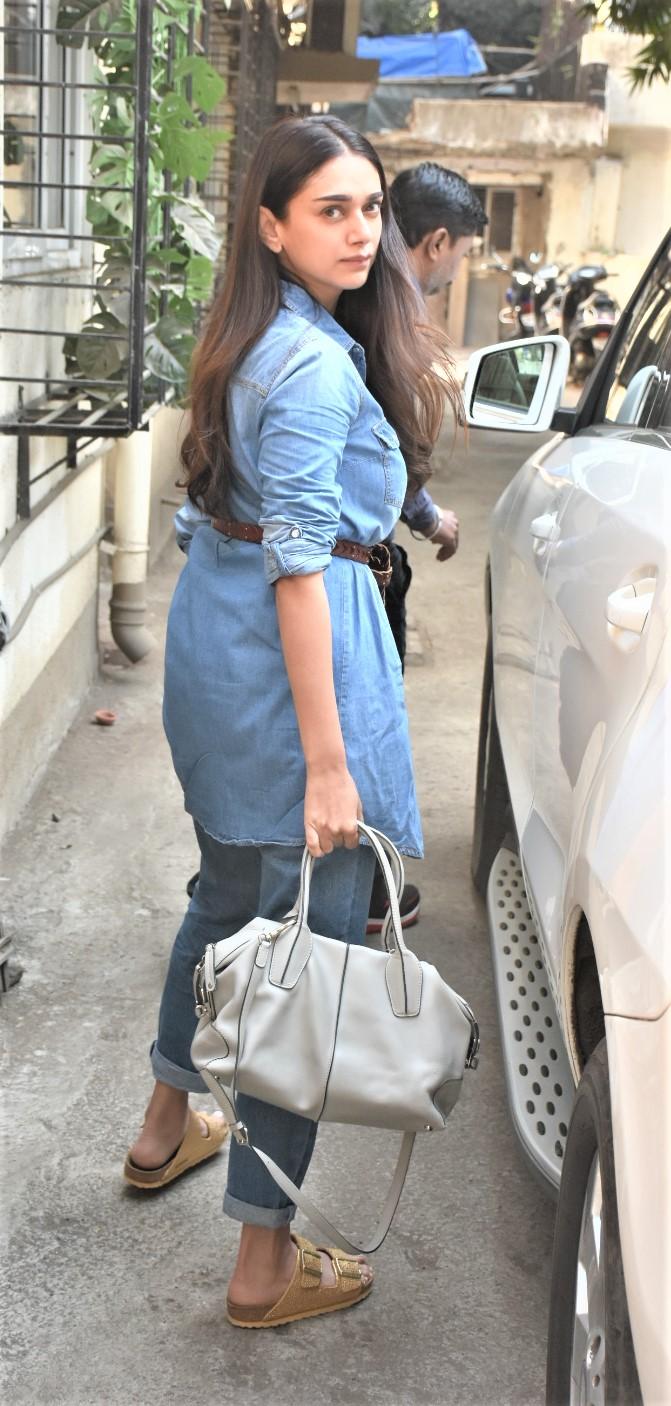 Star Spotting: Kartik Aaryan-Sara Ali Khan Go To The Gym, Malaika Arora Out and About and Emraan Hashmi Clicked