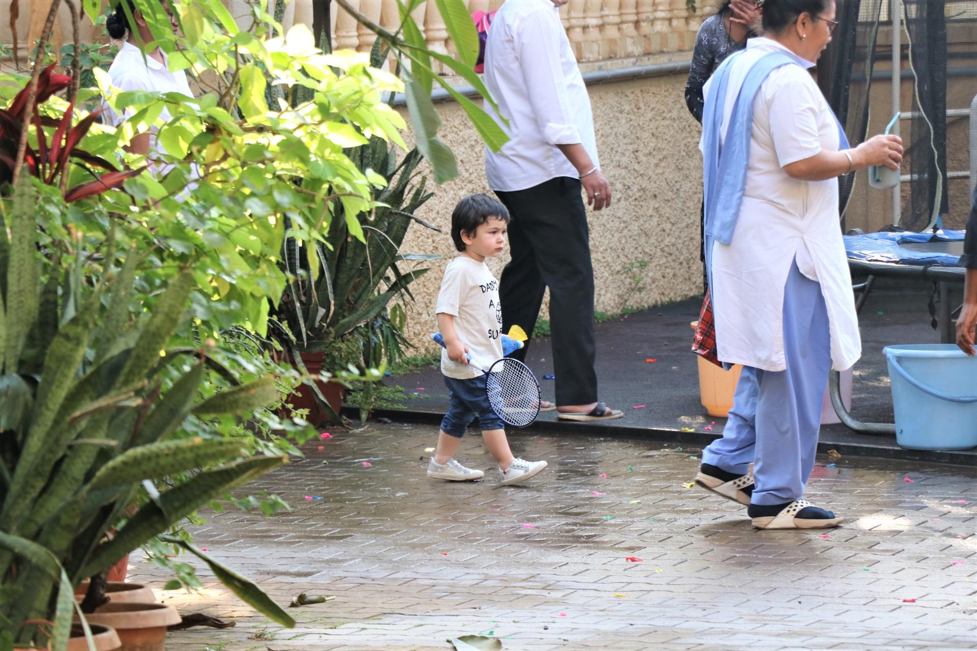 WATCH: Adorable Cousins Taimur Ali Khan and Inaaya Naumi Kemmu Have a Playdate Together!
