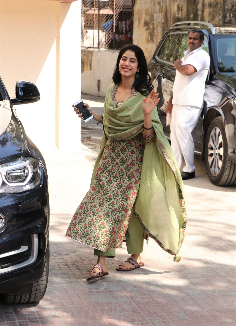 Janhvi Kapoor, Malaika Arora, Ananya Panday And More: Check Out Their Gym Looks!