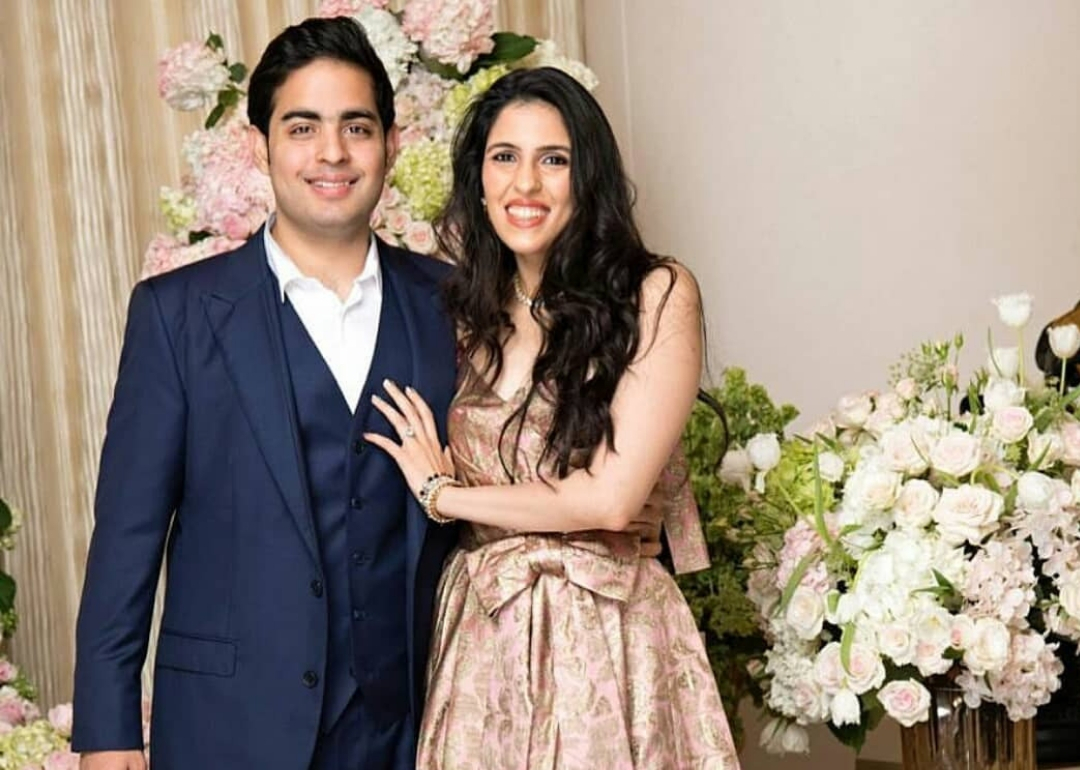Akash Ambani's Wife Shloka Mehta's No-Makeup Makeup Looks to Copy This Summer. Unseen Pictures