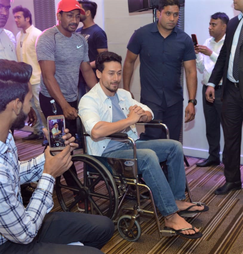 Tiger Shroff Suffers Injury During SOTY 2 Promotions, Remains Optimistic For Fans