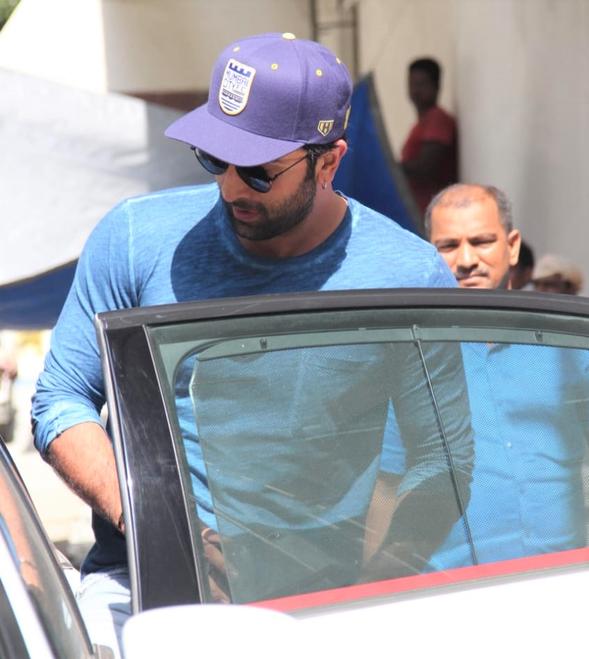 Ranbir Kapoor Gives a Thumbs Up For Paps Outside Dharma Office