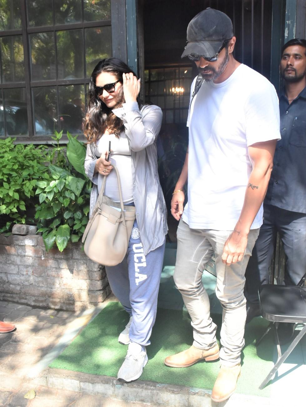 Arjun Rampal Has a Day Out With Pregnant Girlfriend Gabriella Demetriades