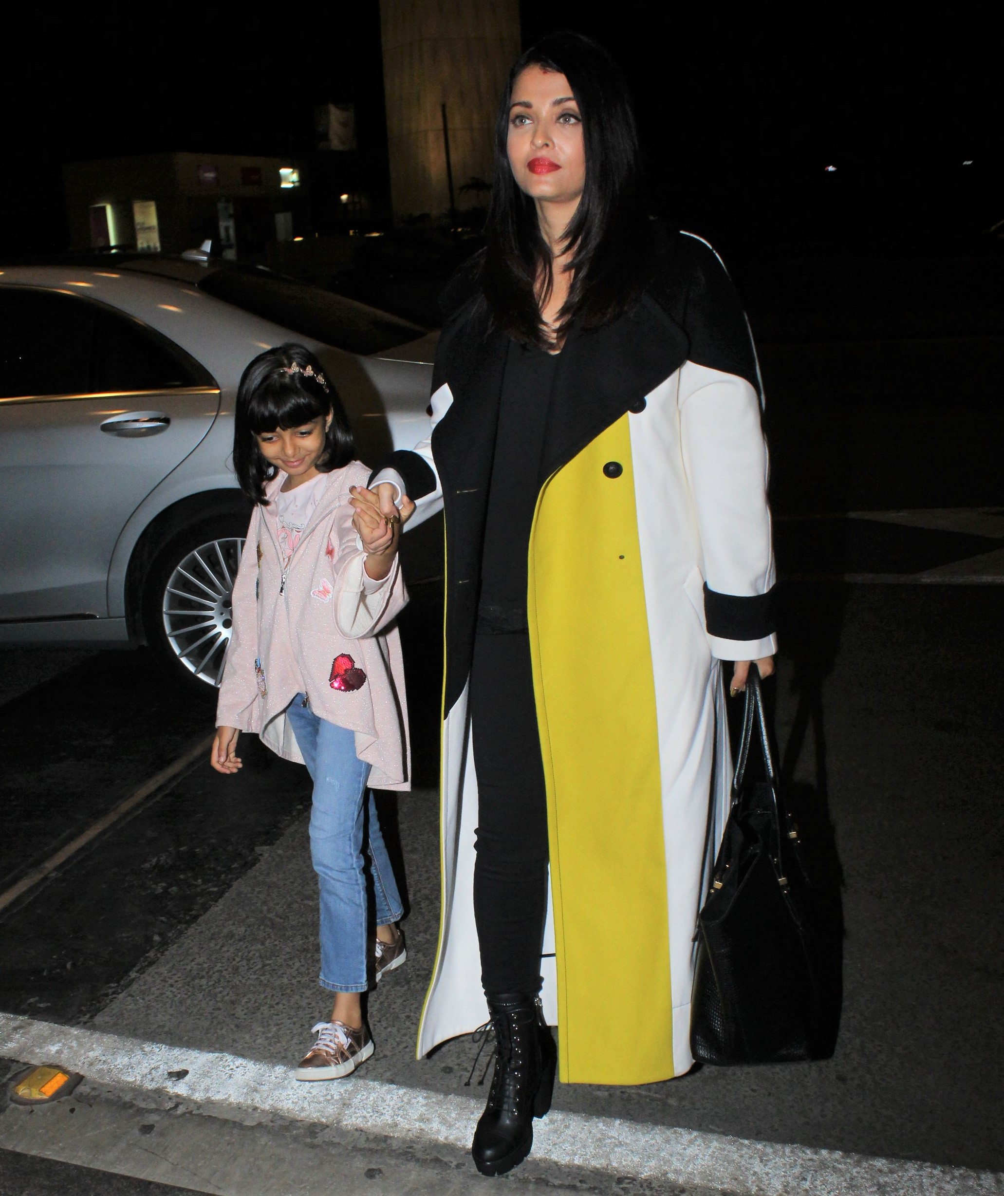 Aishwarya Rai Bachchan and Daughter Aaradhya are a Gorgeous Mother-Daughter Duo!