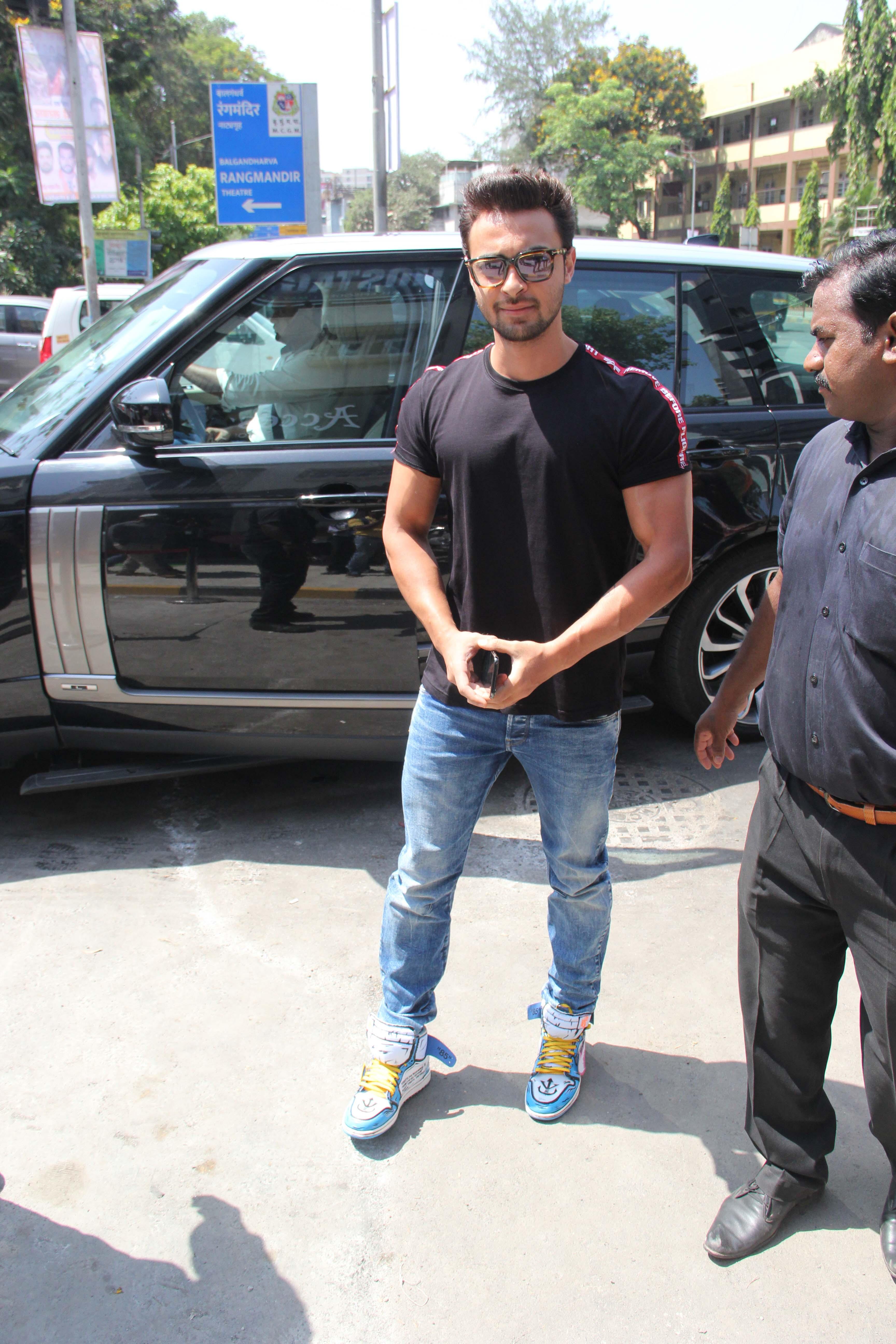 Aayush Sharma, Shanaya Kapoor-Ananya Panday, Sussanne Khan and Chitraganda Singh Get Snapped!