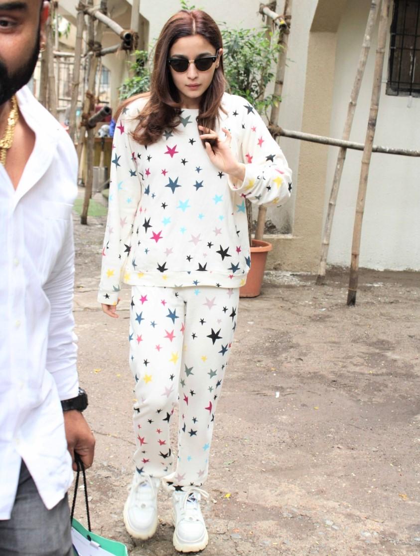 Alia Bhatt fashion stars outfit