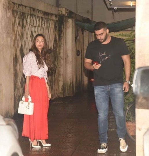Malaika Arora and Arjun Kapoor Spotted! Guess Where