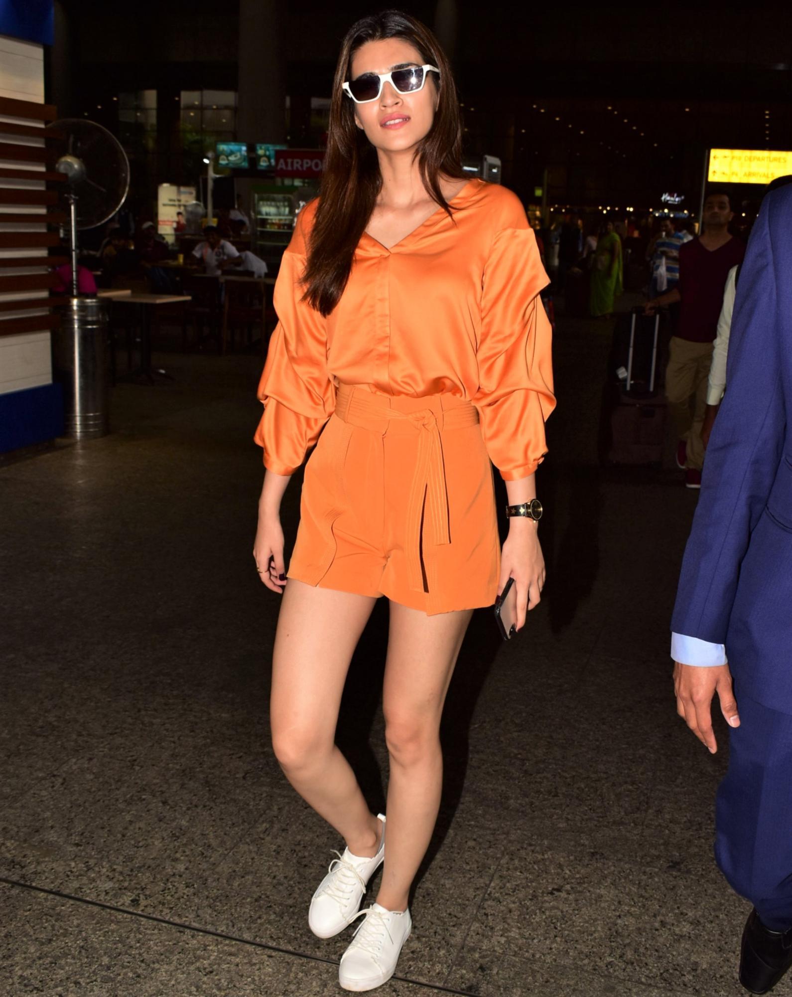 Kriti Sanon airport fashion