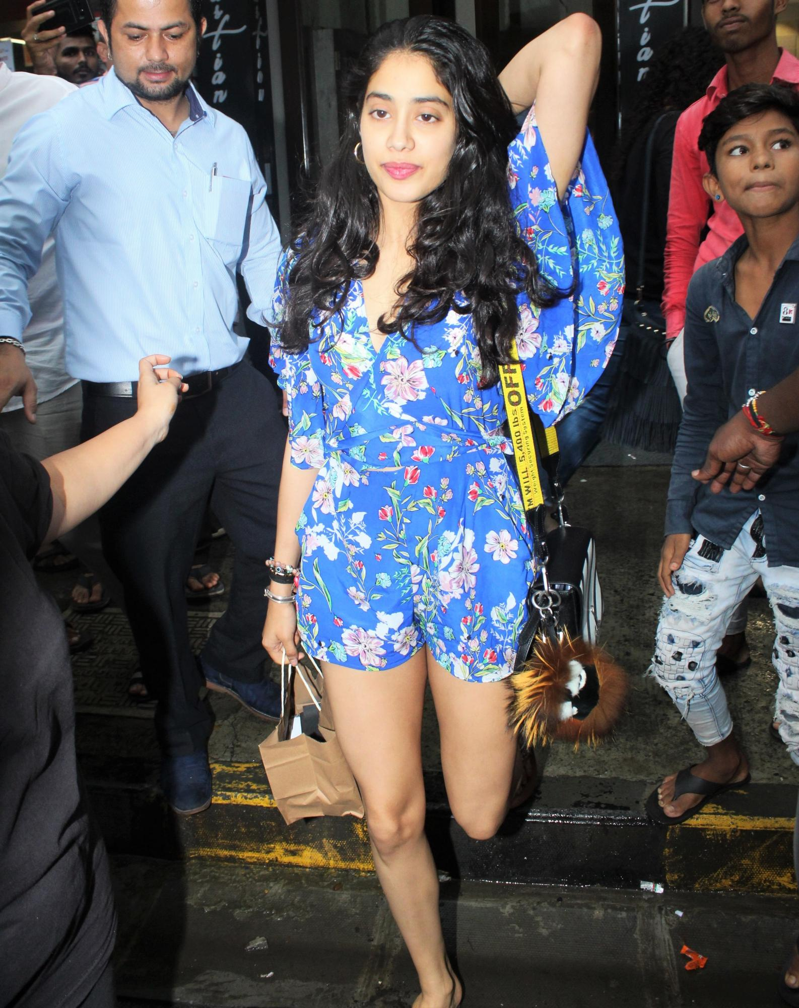 Janhvi Kapoor and Khushi Kapoor Have a Sisters' Day Out in Style!