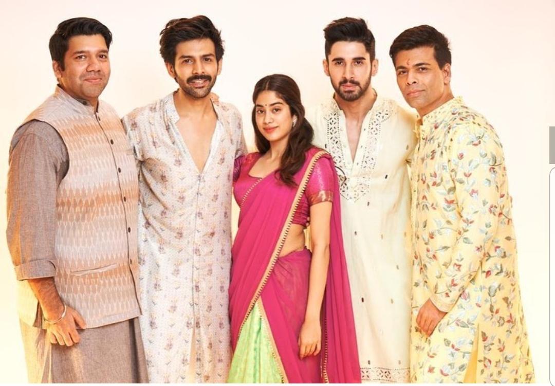 Kartik Aaryan, Janhvi Kapoor along with Karan Johar and his team