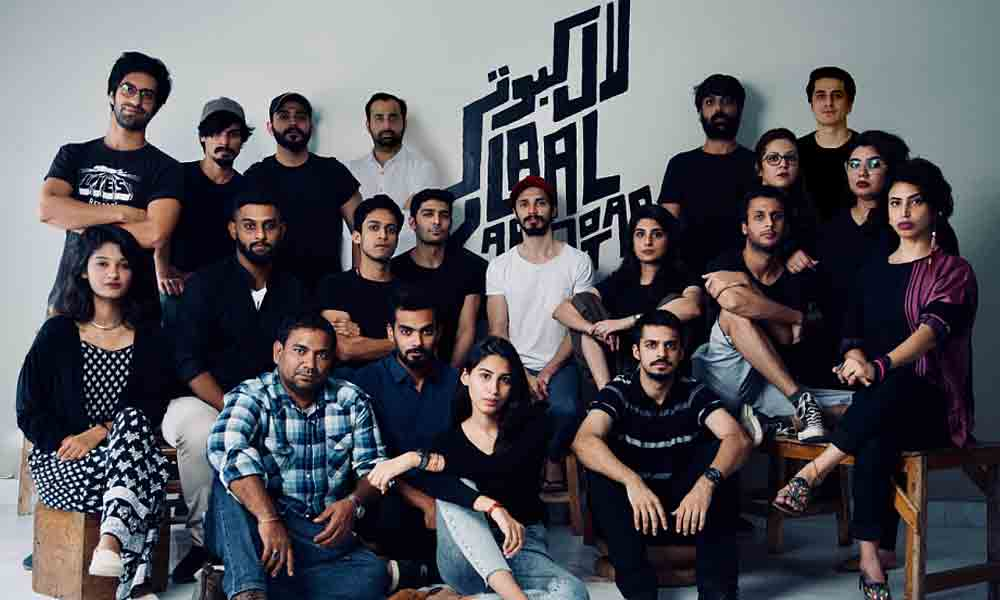 The crew of 'Laal Kabootar'