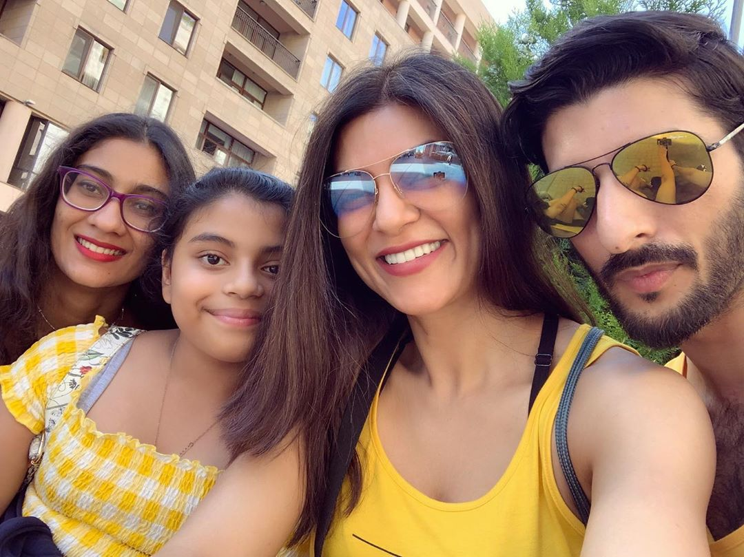 Sushmita Sen with her daughters and Rohman Shawl