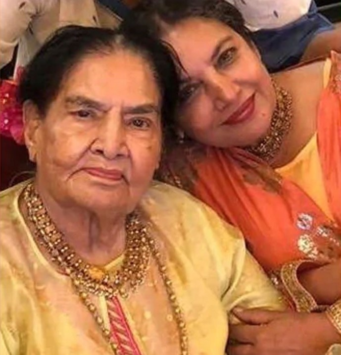 Shabana Azmi with her mother Shaukat Kaifi