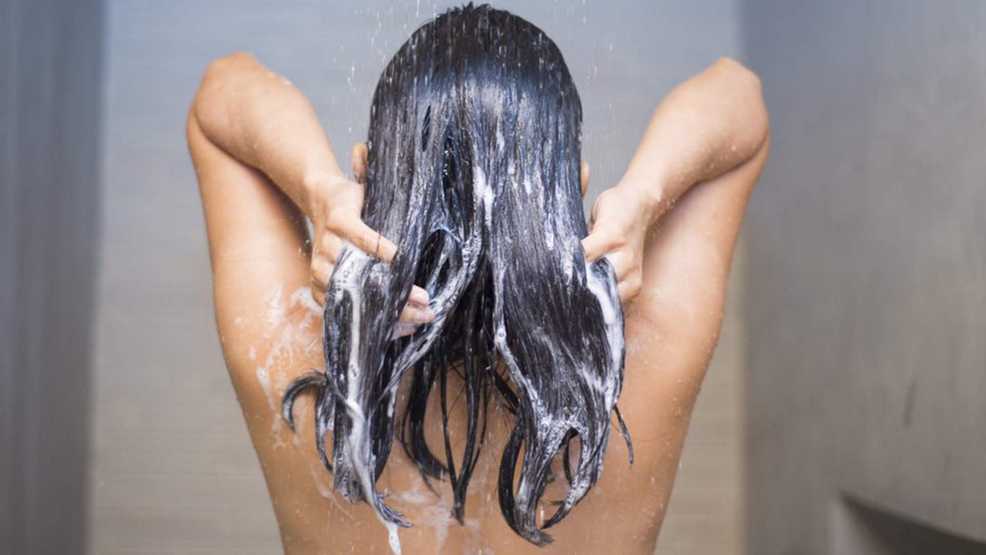 4 Surprising Things That Are Contributing to Your Greasy Scalp