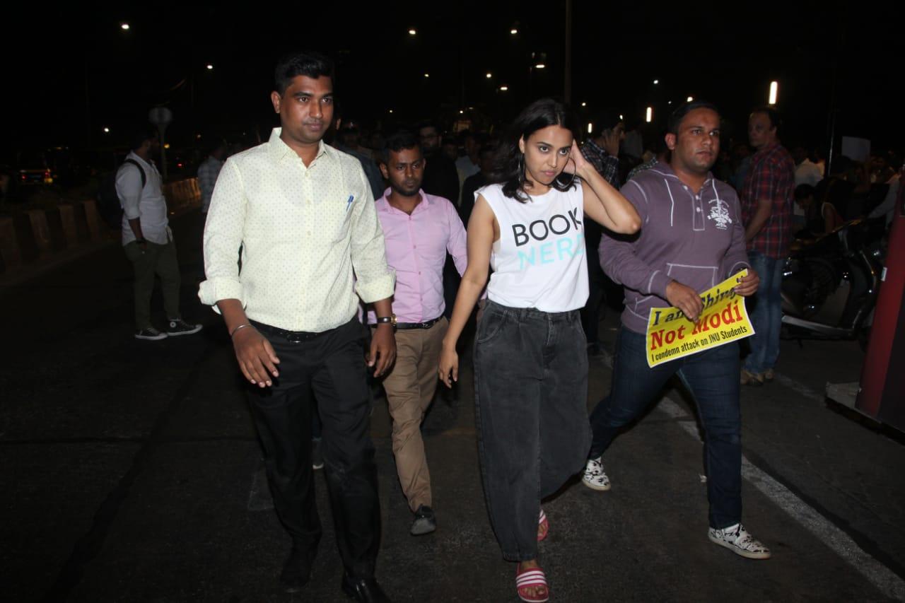 Swara Bhaskar at JNU Protests