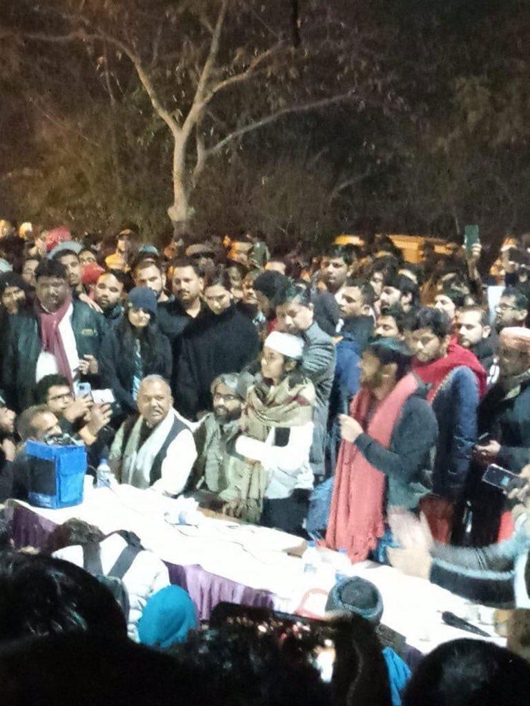 Deepika Padukone joins JNU Protesters in Delhi