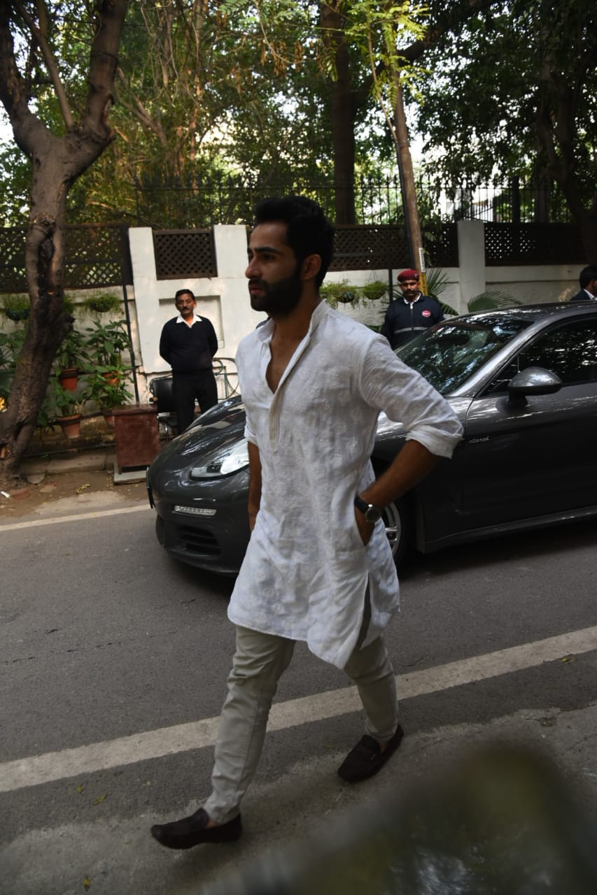 Armaan Jain arrived at Ritu Nanda's residence to attend the last rites of his aunt