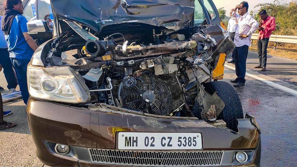 Shabana Azmi's car was completely smashed