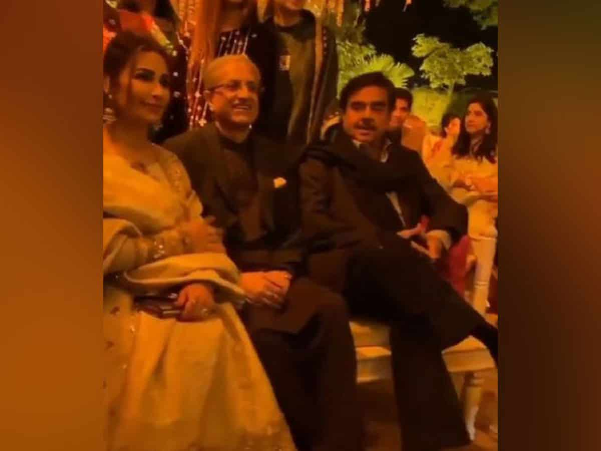 Shatrughan Sinha spotted at a wedding in Lahore along with Pakistani actress Reema Khan