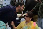 Saif, Kareena Cheer For Karisma's Estranged Husband