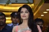 Star Spotting: Aishwarya Rai Bachchan, Deepika Padukone, Amitabh Bachchan and Aamir Khan
