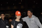 The Dimpled Diva Preity Zinta Snapped At The Airport