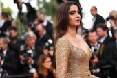 WOW! The Carats of Diamonds Sonam Kapoor Wore at Cannes will Leave you Stunned!