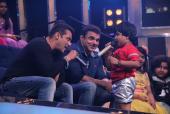 Star Spotting: Salman-Sohail On The Sets of Sa Re Ga Ma Pa L'il Champs 2017 and Amitabh Bachchan Leads 'Darwaza Band' Campaign