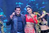 Salman Khan Romances Katrina Kaif and Sonakshi Sinha at the 'Da-Bangg' Event