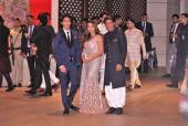 Akash Ambani-Shloka Mehta Engagement Party: Shah Rukh Khan-Gauri Khan With Aryan Khan, Shahid Kapoor-Mira Rajput and Alia Bhatt Dazzle at the Event!