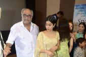 Sridevi's 55th Birth Anniversary: Boney Kapoor and Daughter Janhvi Inconsolable at the Special Screening of the Late Bollywood Icon Sridevi's 'Mr. India'