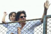 Star Spotting: Shah Rukh Khan and AbRam Wish Fans on the Day of Eid, Taimur Ali Khan Visits Aunt Karisma Kapoor and Kareena Kapoor Attends Ranbir Kapoor's Party!