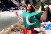 Rakhi Sawant With Pakistani Flag: Rakhi Slams Indian Media