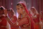 Mahira Khan's Latest Look from Parey Hut Love's Trailer is Making Fans go Gaga