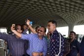 Akshay Kumar And Twinkle Khanna Back At Airport After Cancelled Flight