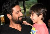 """Vicky Kaushal Makes Us Go """"Aww!"""" With These Snaps of Him With a Young Fan!"""