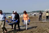 Sweden Royal Couple Carl XVI Gustaf and Queen Silvia Clean Up the Beach in Mumbai