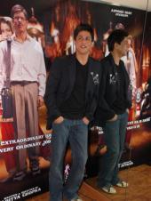 New look SRK at media meet