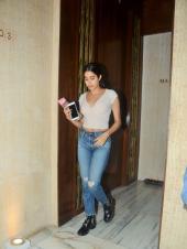 Star Spotting: Janhvi Kapoor at Manish Malhotra's House, BFFs Malaika Arora-Kareena Kapoor Hit the Gym and Amitabh Bachchan On the Sets of 'Brahmastra'
