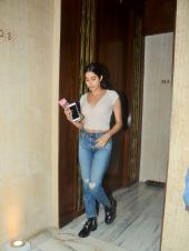 Star Spotting: Janhvi Kapoor at Manish Malhotra's House, BFFs Malaika Arora-Kareena Kapoor Hit the Gym and Amitabh Bachchan On the Sets of 'Brahmastra'