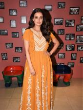 Star Spotting: Dia Mirza Promotes 'Sanju', Kareena Kapoor Khan and Karan Johar Pay Manish Malhotra a Visit and Kajol Makes a Stylish Appearance at the Screening of 'Incredibles 2'