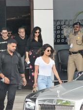 Star Spotting: Priyanka Chopra-Nick Jonas Return from Their Mini-Vacay in Goa, Soha Ali Khan Takes Baby Inaaya Naumi Kemmu On an Evening Stroll and Sania Mirza Flaunts Her Baby Bump!