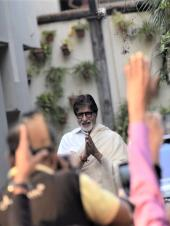 Star Spotting: Amitabh Bachchan Greets Fans, Shilpa Shetty Out with Family, and Fatima Sana Shaikh Snapped!