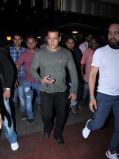 Airport Diaries: Salman Khan Back From Dubai, Shahrukh Khan and Son Abram Khan and Kartik Aryan Papped!
