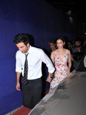 Star Spotting: Ranbir Kapoor-Alia Bhatt Get Close, Varun Dhawan Rocks Gucci and Tiger Shroff Papped!